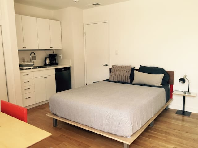 Modern Studio near Downtown/USC