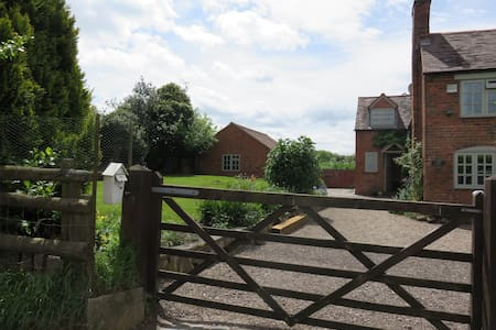 Self contained Annexe - Blymhill Lawn