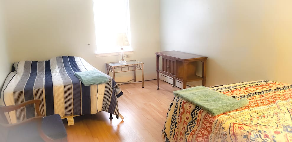 TWO Queen Size Private Large Room in Astoria House