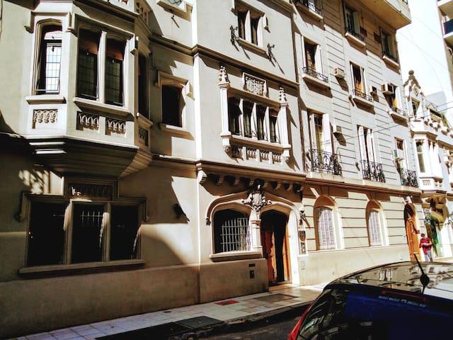 Habitación privada frente a Alto Palermo-1 huésped