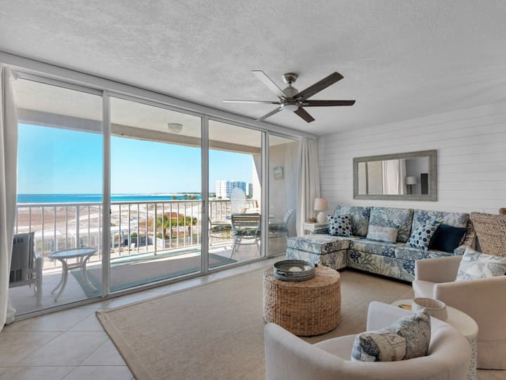 Cozy rental w/ free beach service & bicycles, stunning gulf views
