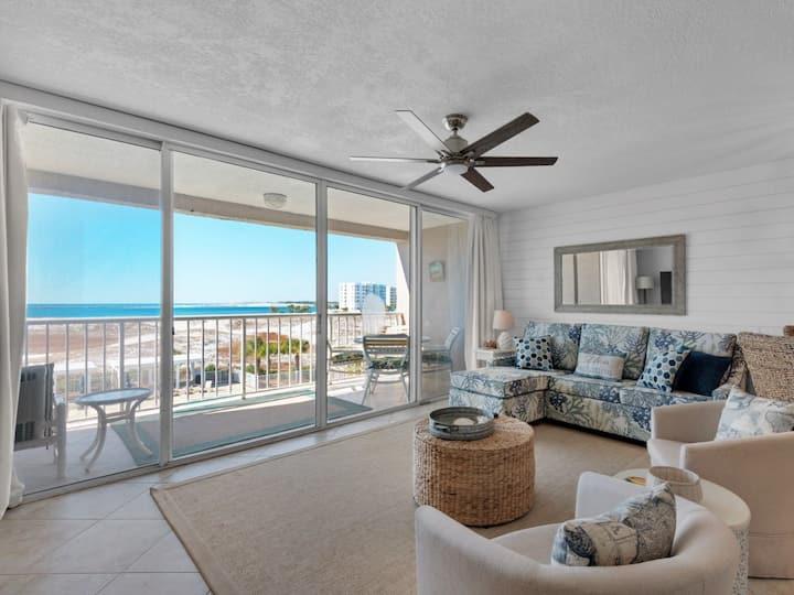 Cozy rental w/ free beach service & bicycles, stunning gulf views