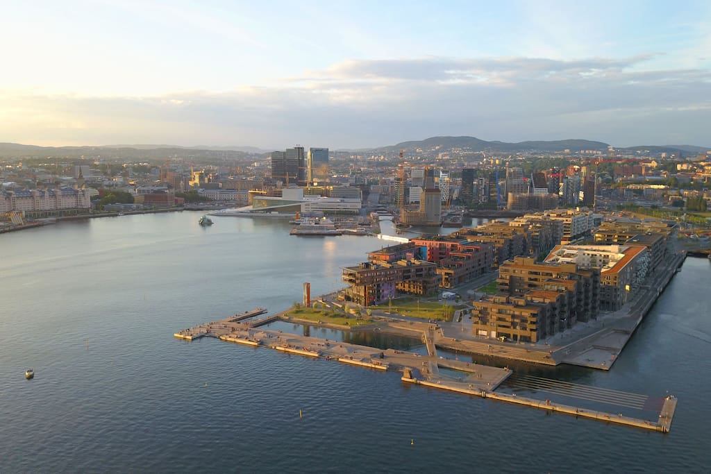 Sørenga pier on the right, the National Opera House and the center of Oslo to the left