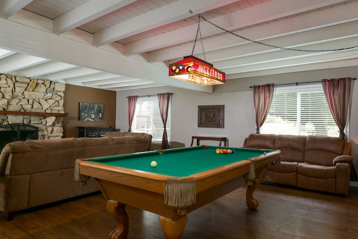 AMAZING 4 Bed/3 Ba Downtown Templeton w/Pool Table