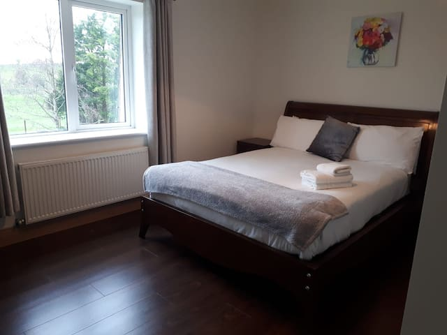 Room2-Marty's Halfway House Westport/Castlebar N5
