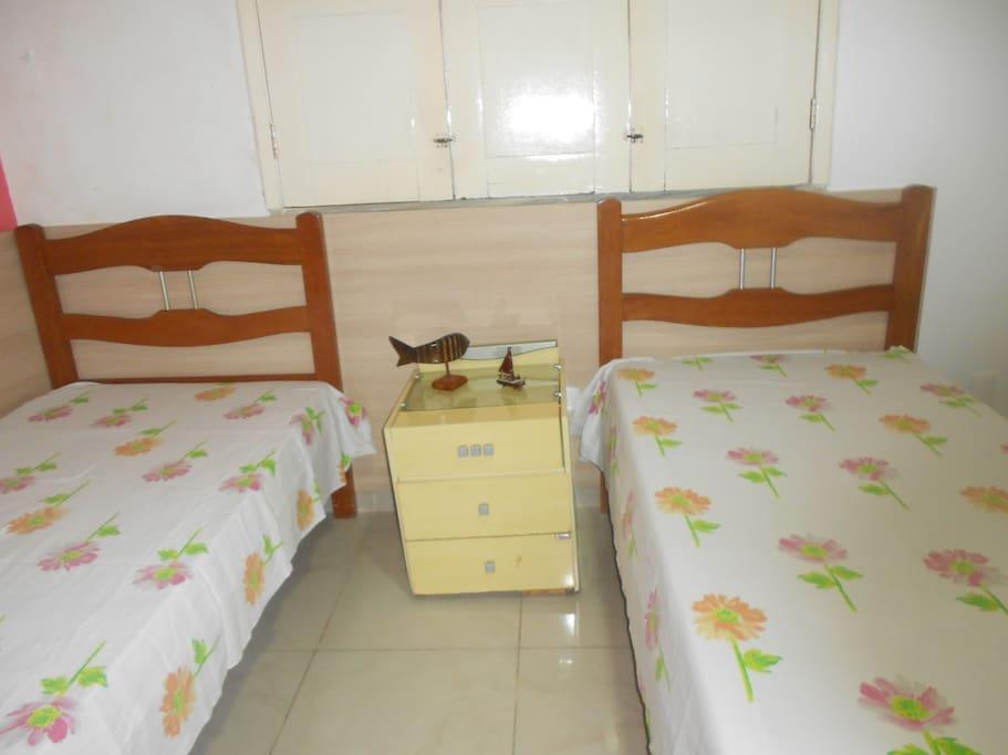 Suite/ Banheiro Tem  capacidade para acomodar até 03  pessoas