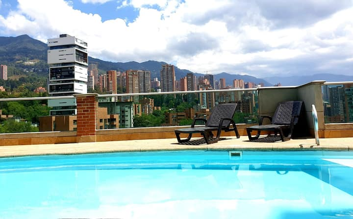 Stylish apartment with 🅿erfect view & location!