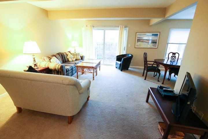 Cozy Condo in Clinton Township 3 Bedroom Home - Charter Township of Clinton - Apartament