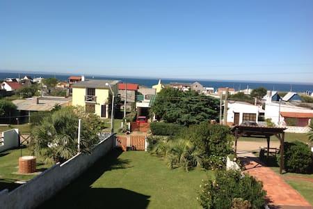 Práctica cabaña de playa con vista al mar - Antoniópolis