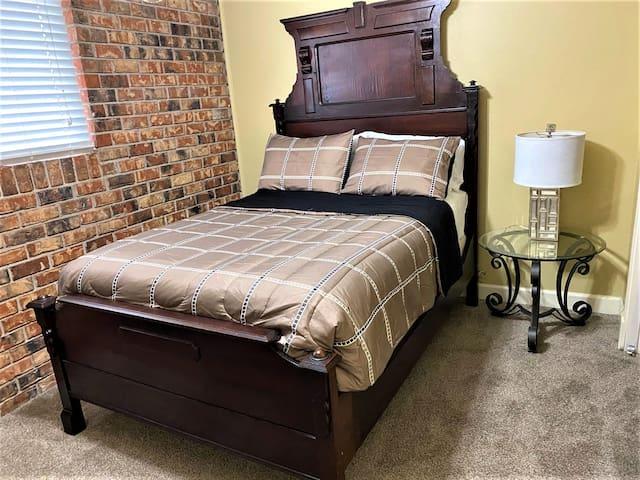 IF BEDS COULD TALK! /Historic Beauregard Town/LSU
