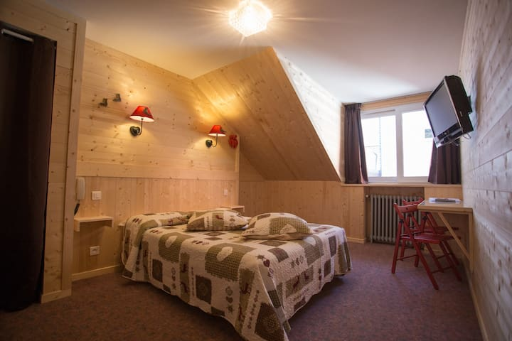 Chambre dans Hôtel Asterides Sacca - Cauterets - Bed & Breakfast