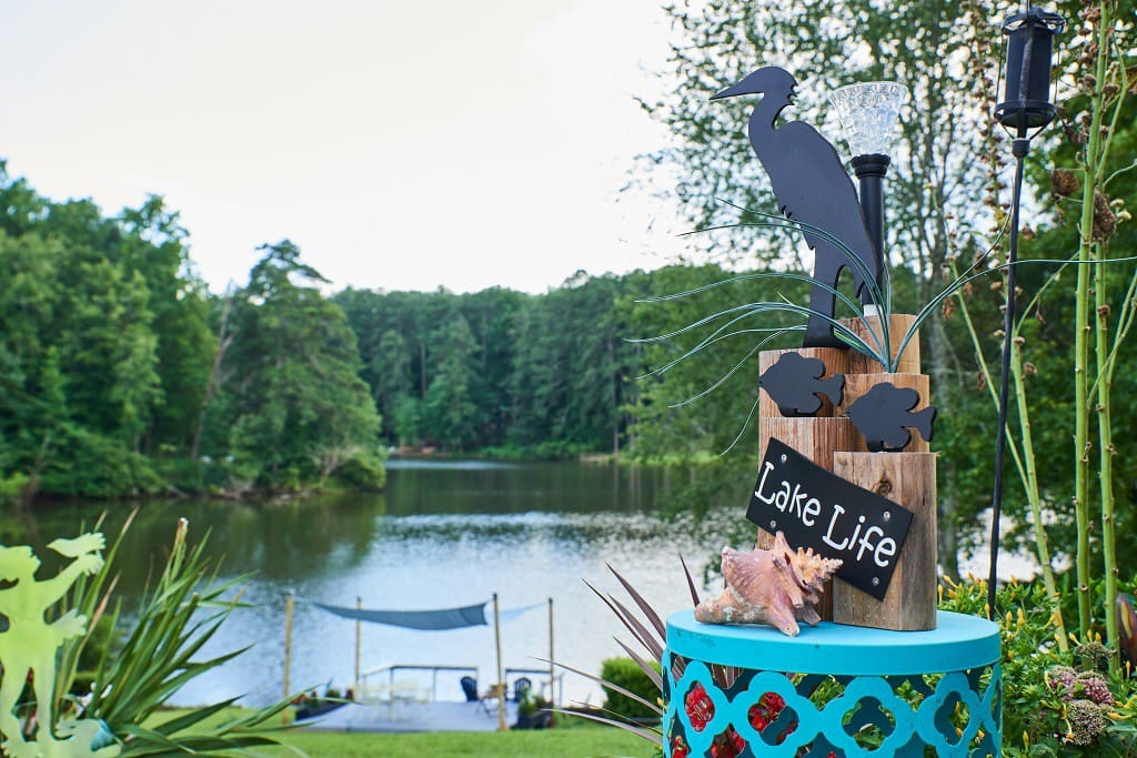 Welcome to your perfect lakeside getaway!