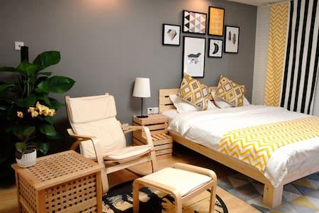 春熙路太古里附近挪威的森林主题大床房 - Chengdu - Apartment