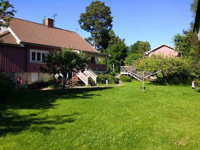 House with big garden in Trångsund, Huddinge - Huddinge - Hus