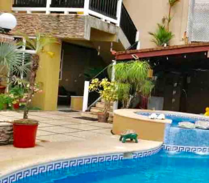 Seafront apartment  and pool (2 beds), Port  Limón