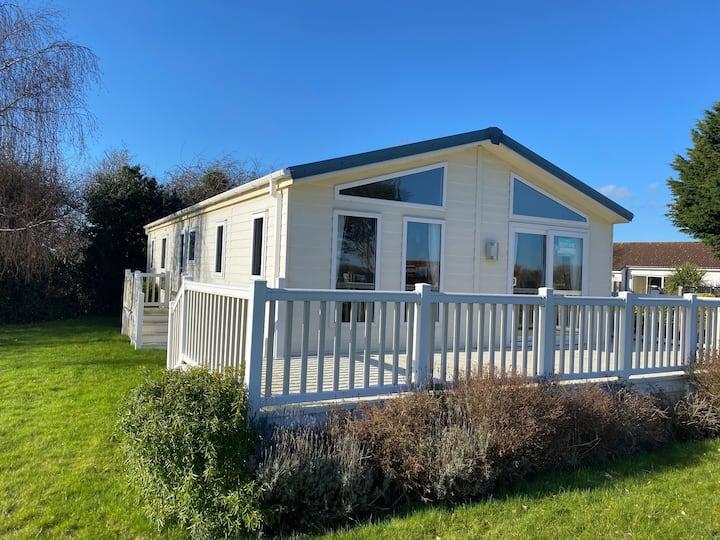 Fantastic lodge accommodation -new hot tub (L1)