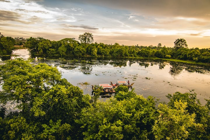 Get the glimpse of Angkor Thom moat