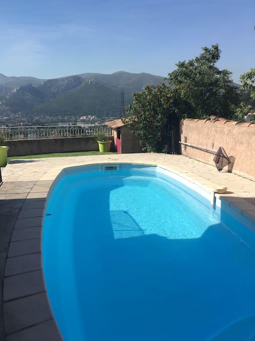 maison avec piscine villas louer marseille provence alpes c te d 39 azur france. Black Bedroom Furniture Sets. Home Design Ideas