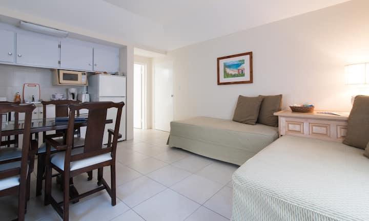 Clairfont Guest Apartments (Apt. 6) Near Beaches