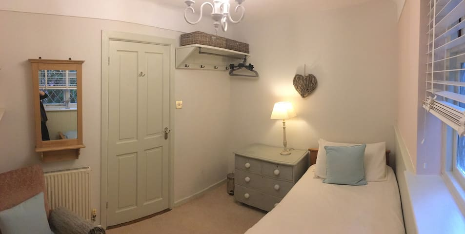 Mudeford/Christchurch -close to beach- Single room