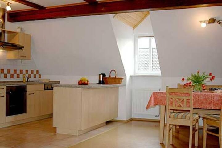 Der Schübelhof (Wunsiedel), Ferienwohnung Schneeberg mit Kücheninsel
