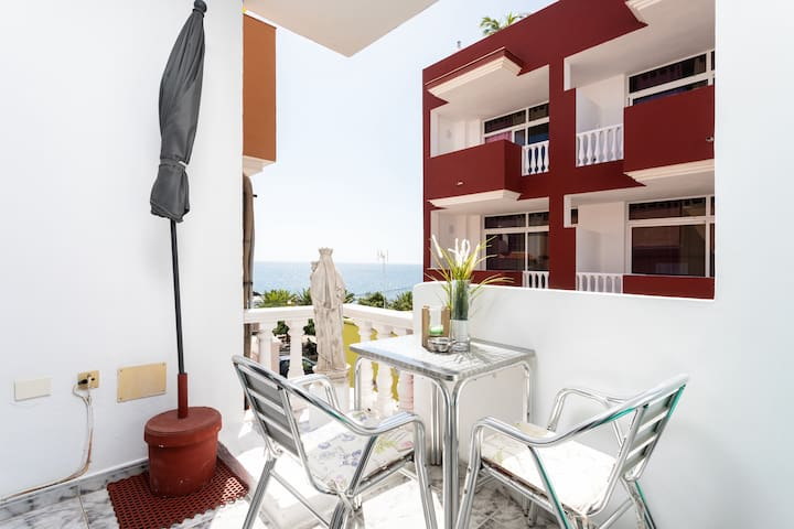 Seaside Apartment El Piso Close to Beach with Rooftop Terrace, Ocean View & Wi-Fi