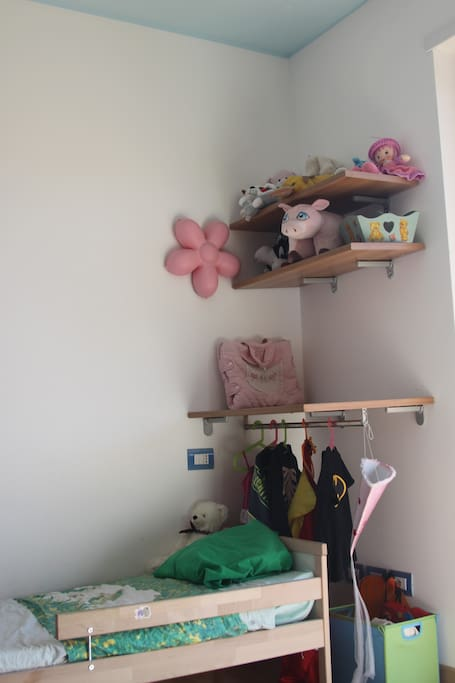 room 1 - camera dei bambini - dressing up corner and changing table