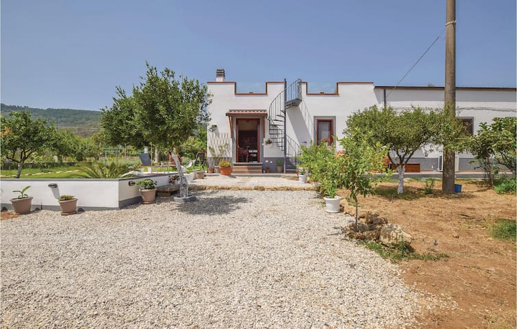 Semi-Detached with 2 bedrooms on 65 m² in S.Marco Castellabate