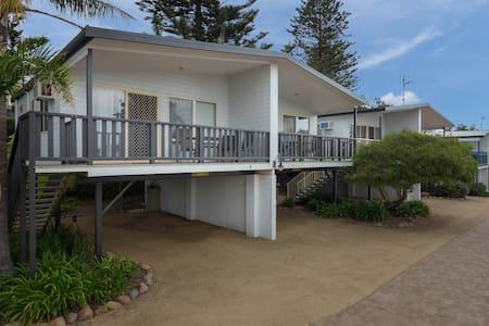 Tuross Beach Cabins & Campsites - elevated cabin