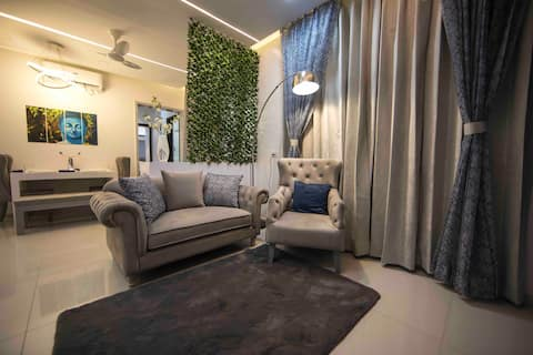 Lovely 2BHK Apartment With Free Parking