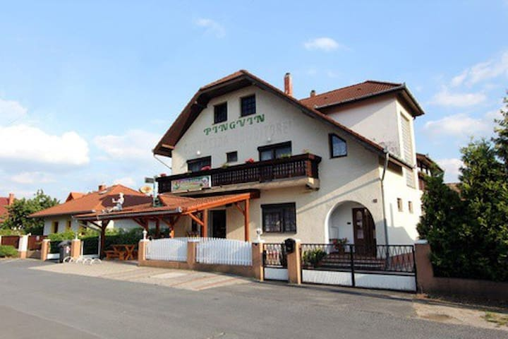 Pingvin Cukrászda apartman - Balatonmáriafürdő - Lägenhet