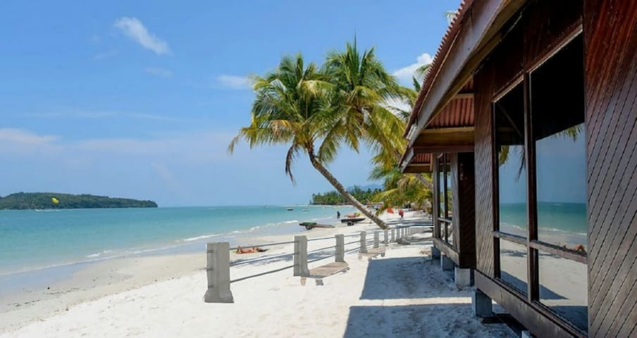 Seaview Chalet #3 Beachfront Cenang Beach Langkawi