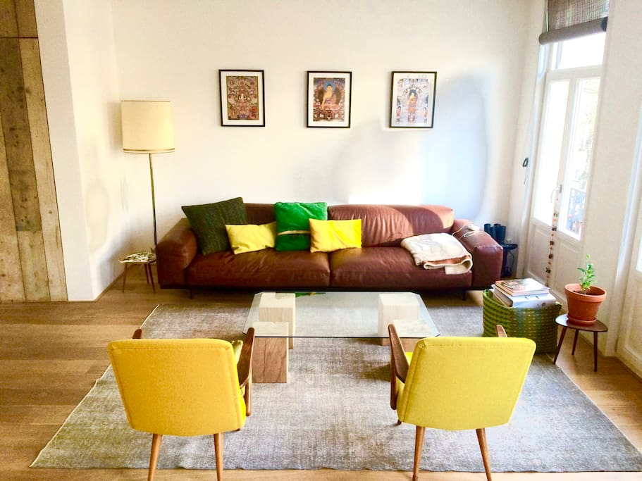 Very light, spacious living room (with big sofa!)