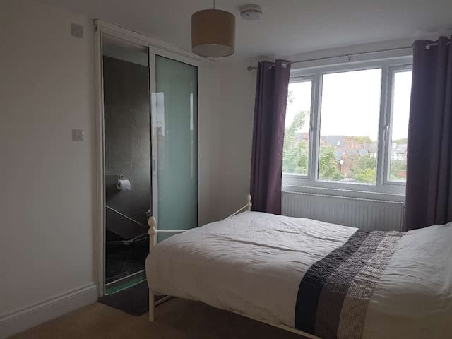 Big Ensuite room near Reading University - 雷丁(Reading) - 獨棟
