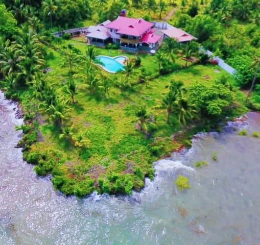 Villa RJ seaside  (圣•方壶海景墅)德式木屋顶E屋双单人床。跳岛游零距离出海
