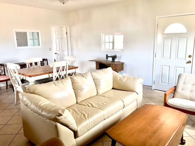 Beautiful eclectic apartment-beach town-w.Netflix