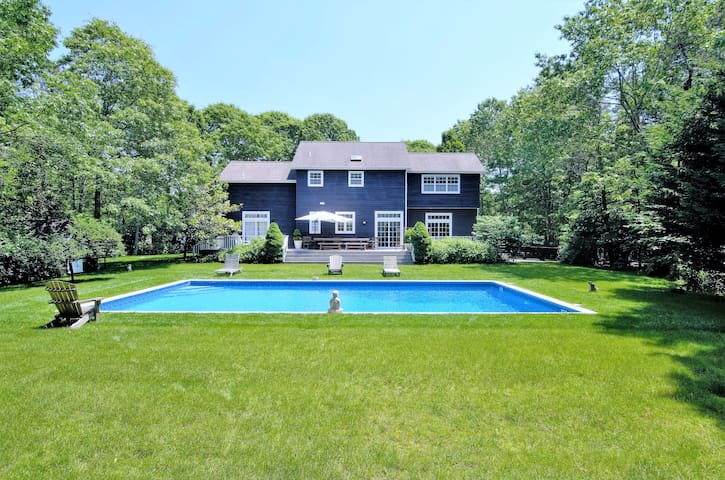 Designer 5br w pool & close to town