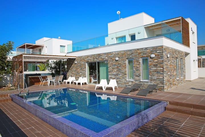 The Luxury Papadakis Villa