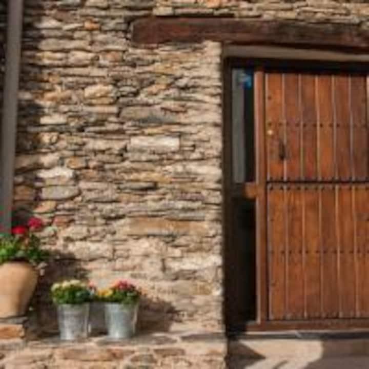 """Casa-Jardín """" La Juana"""". Rural.Trevélez.Alpujarra"""