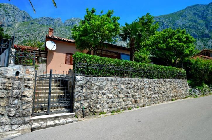 Villa Anja, Kotor Montenegro - Kotor - บ้าน