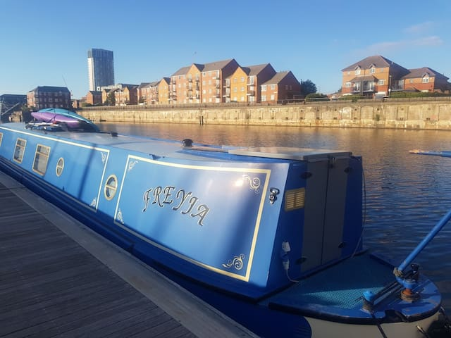 Beautiful Narrowboat Freyja at Liverpool Marina