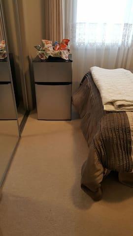 Cozy one bedroom on the corner. - Leduc