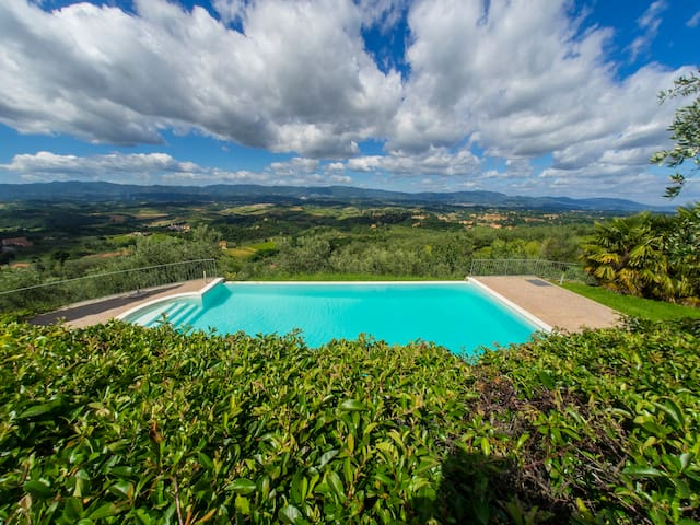 Apt.La Torre,in BioAgritourism with panoramic pool - Loro Ciuffenna - Lejlighed