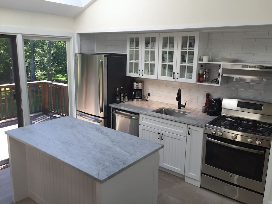 Beautiful, fully  equipped, modern gourmet kitchen