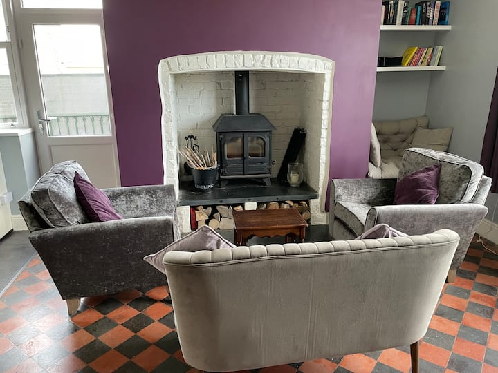 Cosy Home in Llandeilo overlooking the Towy Valley