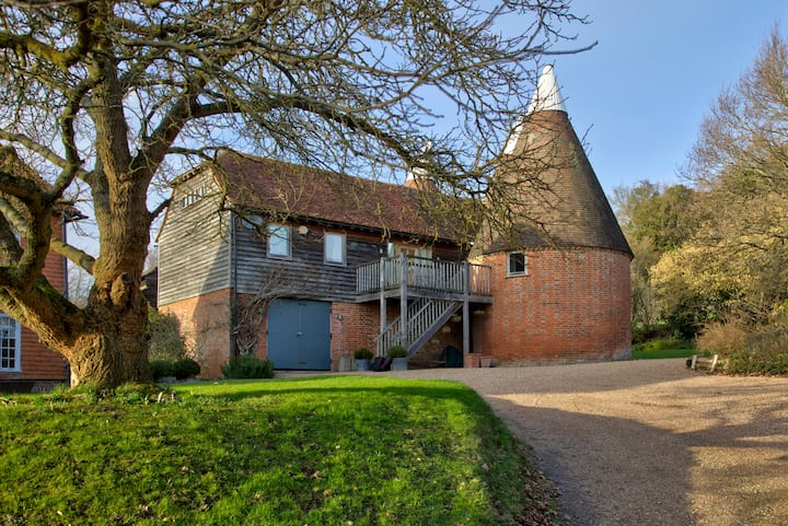Quirky Rural Retreat - Bourne Farm Oasthouse