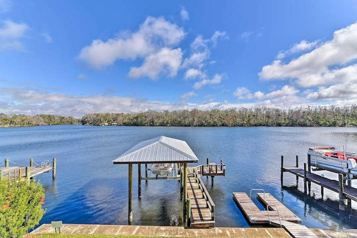 NEW! 2BR Homosassa House w/Private River Boat Ramp