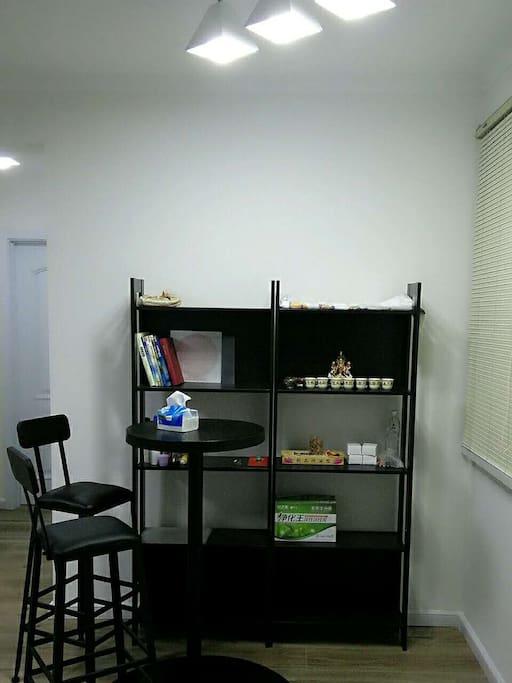 书柜和吧台
