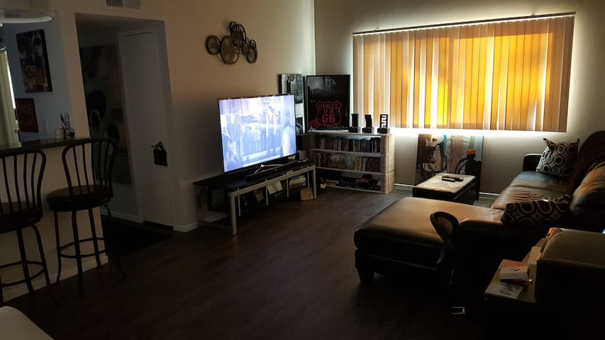 Clean and furnished room. - Culver City