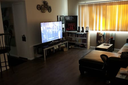 Clean and furnished room. - Culver City - Flat